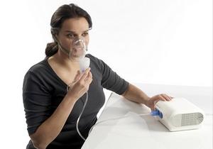 женщина принимает кислородотерапевтичекое лечение