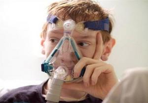 физиопроцедура у мальчика рер-маской