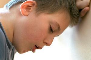 мальчика мучает приступ одышки