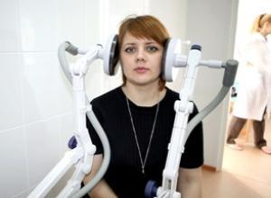 женщине проводится физиопроцедура - увч