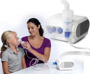использование небулайзера для ингаляции девочке