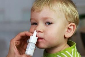 ребёнку закапывают нос