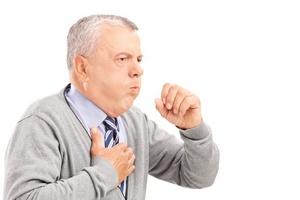 мужчину мучает одышка и удушливый кашель