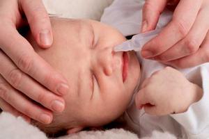 правильное закапывание носа новорождённому