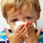 Как промывать нос ребенку морской солью, как развести раствор