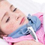 Отчего болит горло и высокая температура и что делать при таких симптомах у ребенка и взрослого?