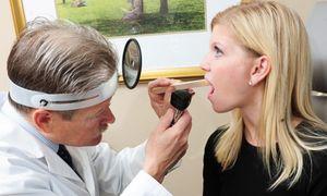 осмотр горла врачом
