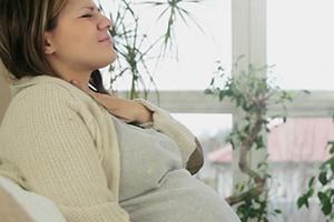 першит горло у беременной