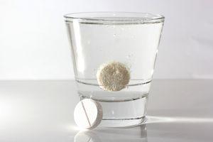 таблетка растворяется в воде