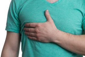 Что болит в грудине справа: причины боли у мужчин и женщин спереди, сверху, при вдохе