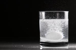 шипучая таблетка в воде