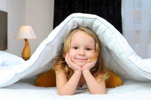 девочка с утра в кровати